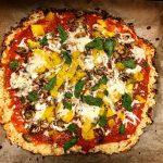Glutenfri pizza med blomkåls- och parmesanostbotten