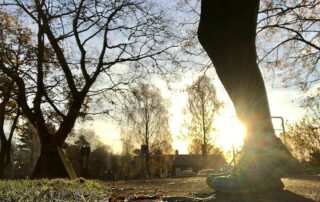 Morgonjogg = check! ✅ Bland det bästa jag vet är att vakna upp och bege sig ut för en löprunda direkt! Såhär års kan man dessutom kombinera sovmorgon och att möta soluppgången i löparskorna! 😃👍🏻 Idag är en sådan dag och jag har 40 min in på kontot. Nu kan dagen börja med en god frukost! 🙏🏼 Hur börjar du din dag idag? P.S. Glad 4e advent! 🌺 #löpning #ASICSFrontrunner #ASICSFrontrunnerSweden #karlstad #morgonjogg #löpningeftergraviditet