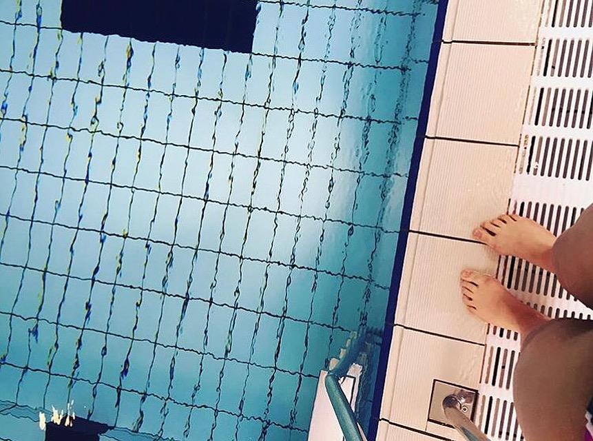 Säsongens första simträning inomhus